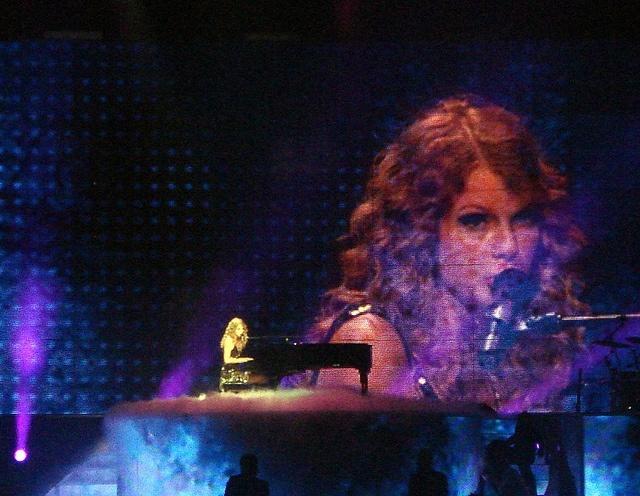 taylor_swift_concert.jpg